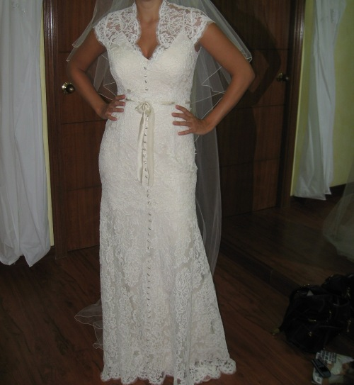 Monique-Lhuillier-Mermaid-Ivanna--with-capped-sleeves--Ivory-alencon-lace-with-ivory-silk-charmeuse-slip-2008-2